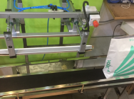 Pneumatic welder for closing bags to be mounted above the conveyor belt
