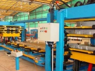 Linia nieciągła do produkcji płyt warstwowych z rdzeniem z poliuretanu.