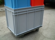 Plastic pallets display - display