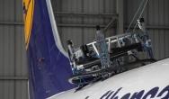 Wyższe bezpieczeństwo lotów dzięki robotowi z łożyskami firmy igus