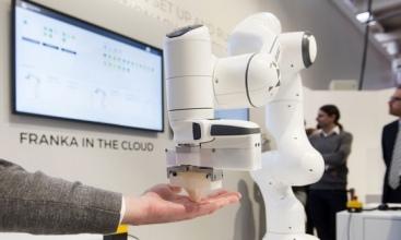 Parada robotów na największych światowych targach przemysłowych