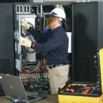 """""""W jaki sposób wybrać odpowiednią metodę serwisowania zasilacza UPS"""""""