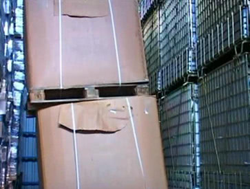 Standard container vs. octabin.