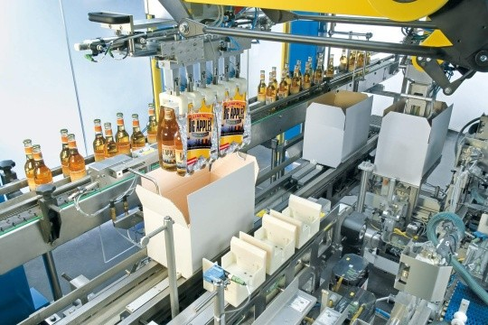 Flexible top-loading machines pack the multipacks directly into shipping boxes