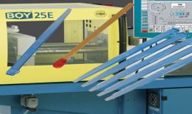 Injection moulding machine BOY 25 E produces Hightech with Heitec