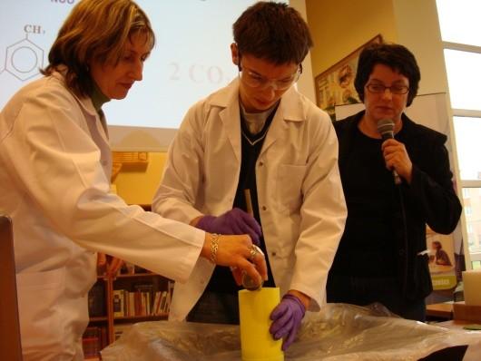 Wykład o tworzywach sztucznych w ChemiParku