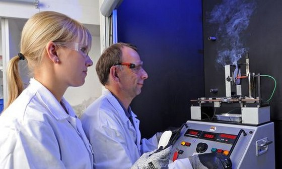 Achieving flame-retardant properties without red phosphorus