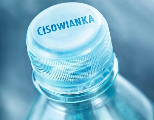 Przezroczyste zamknięcie opakowania wody Cisowianka