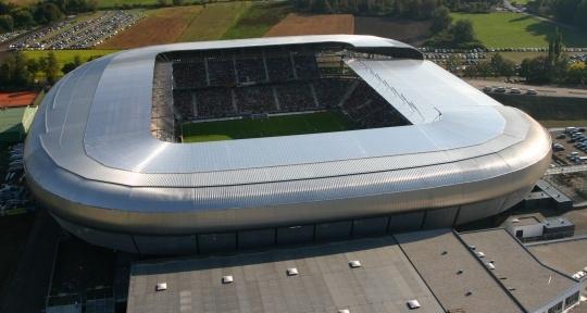Tworzywo sztuczne na stadiony piłkarskie