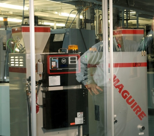 Speed and versatility of vacuum dryers keep molding machines up and running in Mack's new medical cell