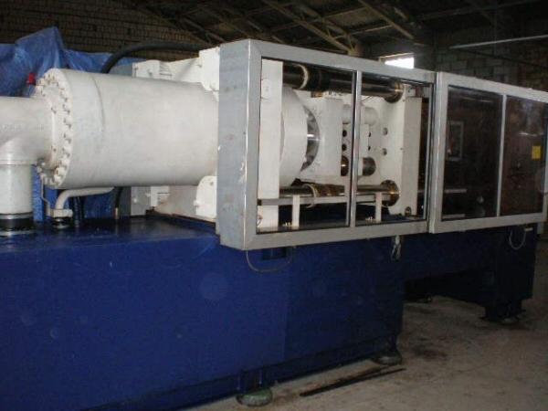 Maszyna firmy Krauss-Maffei KM 350/2300, rok produkcji 1993.