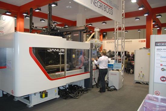 Firma Negri Bossi na niedawnych targach K 2010 w Düsseldorfie pojawiła się z wieloma nowymi technologiami i projektami.