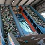 Wykorzystywać PET z recyklingu do produkcji nowych opakowań