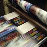 Lakierowanie folii z tworzyw sztucznych lakierami utwardzanymi UV w offsecie arkuszowym