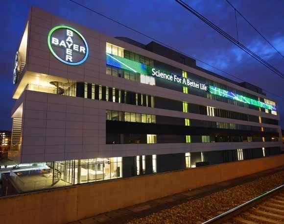 Poliwęglan w siedzibie Bayera