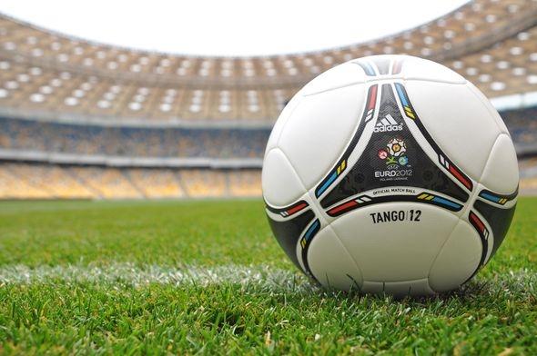 Tango 12, Euro 2012, tworzywa sztuczne