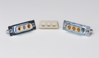 Złącza elektroniczne produkcji Winchester Electronics wykonane z tworzywa GE LNP X-Gen Starflam