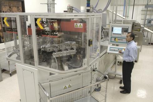 Nowa instalacja do wielokomponentowego wtrysku z rozdmuchem w ośrodku GE PPDC w Pittsfield, Massachussetts